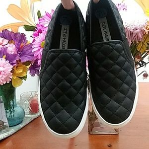 New Steve Madden black quilted sneakers